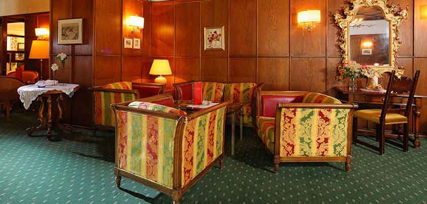 Austria_St-Anton_Hotel-post_lounge.jpg